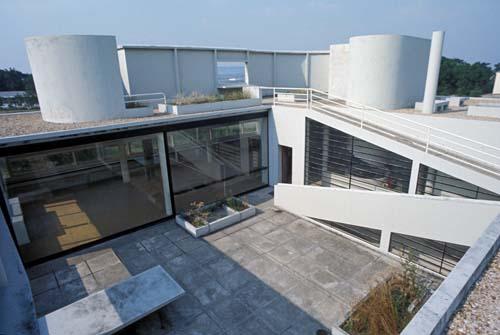 Interni di villa savoye le corbusier u villa savoye for Ville architetti famosi